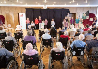 LaT-Projekt: Generationen verbinden durch Theater – Pflegekräfte stärken